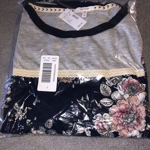 Brand new Maurices Floral Henley Plus Size 2X
